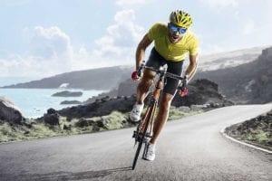 ciclista escalando